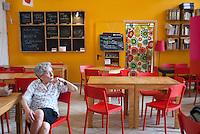 Servizio caffetteria e ristorante. La Casa del quartiere. Torino