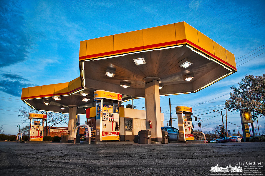 Modernist Shell gasoline station in Westerville OH.