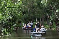 Europe/France/Poitou-Charentes/79/Deux-Sèvres/Sansais/La Garette:  Promenade en barque  plate  localement dénommées:batais avec batelier-guide,