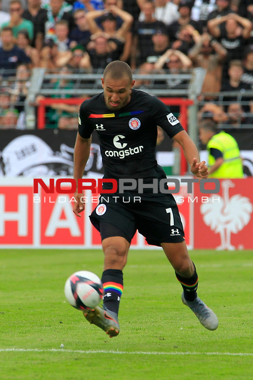 11.08.2019, Stadion Lohmühle, Luebeck, GER, DFB-Pokal, 1. Runde VFB Lübeck vs 1.FC St. Pauli<br /> <br /> DFB REGULATIONS PROHIBIT ANY USE OF PHOTOGRAPHS AS IMAGE SEQUENCES AND/OR QUASI-VIDEO.<br /> <br /> im Bild / picture shows<br /> Einzelaktion/Aktion. Ganze Figur. Einzeln. Freisteller. Kevin Lankford (FC St. Pauli)<br /> <br /> Foto © nordphoto / Tauchnitz