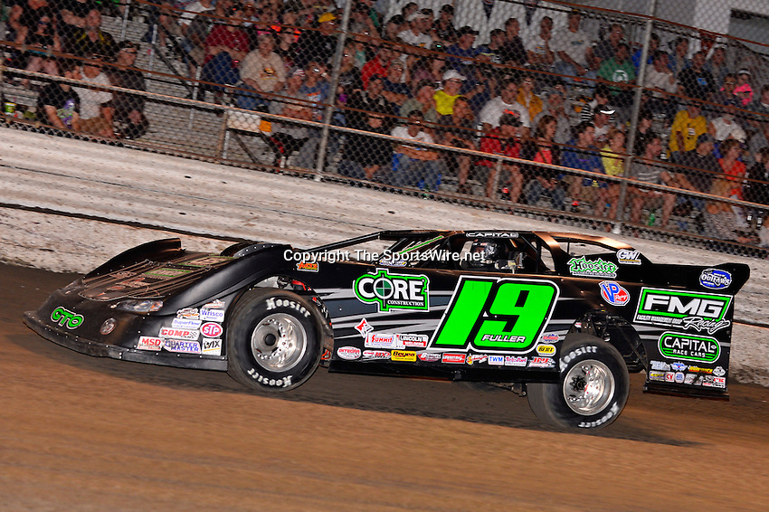 Feb 20, 2014; 7:02:53 PM;  Barberville, FL, USA;  World of Outlaws Late Model Series for 43rd Annual DIRTcar Nationals presented by Summit Racing Equipment at Volusia Speedway Park.  Mandatory Credit: (thesportswire.net)