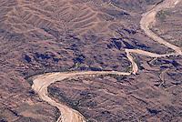 4415 / Flussbett: AMERIKA, VEREINIGTE STAATEN VON AMERIKA, NEW MEXICO,  (AMERICA, UNITED STATES OF AMERICA), 10.09.2006: vertocknetes Flussbett suedlich von Albuquerque, Wueste