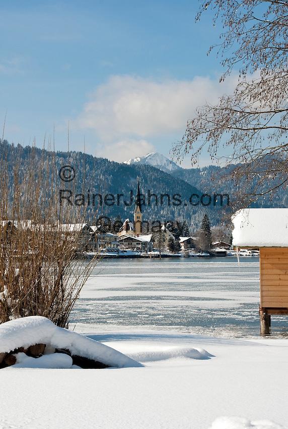 Germany, Bavaria, Upper Bavaria, Tegernseer Valley, Winter at Lake Tegern; view across the lake towards Rottach-Egern
