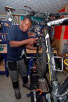 Brescia / Italia 13 novembre 2013<br /> Hamara Samaki, 23 anni, rifugiato proventiente dal Mali. Ha fondato una cooperativa ed aperto insieme ad altri rifugiati una officina per riparazione di biciclette.<br /> Progetto realizzato dall'associazione ADL Brescia con il contributo di Re-Startup, rete nazionale per imprese cooperative di titolari di protezione internazionale vulnerabili.<br /> Foto Livio Senigalliesi