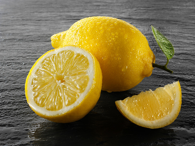 Fresh whole and cut lemons