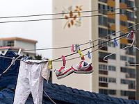 Wäsche trocknet im Viertel Dongpirang, Tongyeong, Provinz Gyeongsangnam-do, Südkorea, Asien<br /> Launry in Dingpirang quarters, Tongyeong,  province Gyeongsangnam-do, South Korea, Asia