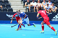 Lee Morton of Scotland in midfield action during the Hockey World League 9th and 10th placing match between Korea and Scotland at the Olympic Park, London, England on 22 June 2017. Photo by Steve McCarthy.