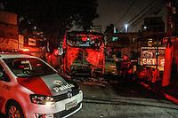SÃO PAULO,SP, 11.06.2016 - CRIME-SP - Moradores da favela do Heliópolis atearam fogo em um ônibus coletivo na Estrada das Lágrimas em forma de protesto apos um policial militar atirar em um cachorro quando o cão tentou morder-lo neste sabado, 11 (Foto: Amauri Nehn/Brazil Photo Press)