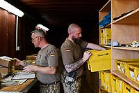 MALI, Gao, Minusma UN peace keeping mission, Camp Castor, german army Bundeswehr, field post office / Feldpostamt,  Stabsfeldwebel Oliver Zimmers, links