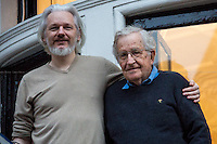 25.11.2014 - Noam Chomsky Visits Julian Assange at the Ecuadorian Embassy in London