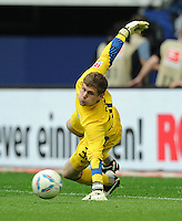 FUSSBALL   1. BUNDESLIGA   SAISON 2011/2012   33. SPIELTAG FC Schalke 04 - Hertha BSC Berlin                         28.04.2012 Thomas Kraft (Hertha BSC Berlin)
