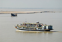 "Asien Suedasien Bangladesh , Boot mit betendden Mulimen auf dem Fluss Ganges , heisst in Bangladesh Padma  -  Transport xagndaz | .South asia Bangladesh , boat with praying muslim at river Padma .| [ copyright (c) Joerg Boethling / agenda , Veroeffentlichung nur gegen Honorar und Belegexemplar an / publication only with royalties and copy to:  agenda PG   Rothestr. 66   Germany D-22765 Hamburg   ph. ++49 40 391 907 14   e-mail: boethling@agenda-fototext.de   www.agenda-fototext.de   Bank: Hamburger Sparkasse  BLZ 200 505 50  Kto. 1281 120 178   IBAN: DE96 2005 0550 1281 1201 78   BIC: ""HASPDEHH"" ,  WEITERE MOTIVE ZU DIESEM THEMA SIND VORHANDEN!! MORE PICTURES ON THIS SUBJECT AVAILABLE!!  ] [#0,26,121#]"