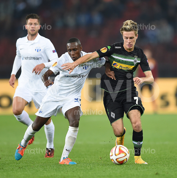 FUSSBALL   INTERNATIONAL   UEFA EUROPA LEAGUE   SAISON 2014/2015 FC Zuerich - VfL Borussia Moenchengladbach    02.10.2014 Patrick Herrmann (re, Borussia Moenchengladbach) gegen Gilles Yapi (FC Zuerich)