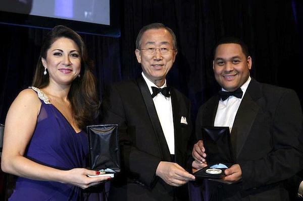 El joven dominicano Juan José Paulino Hiciano (Hicianito), productor de la cadena mundial de noticias South-South News, recibió la Medalla de Plata de la Fundación del Príncipe Alberto II de Mónaco.
