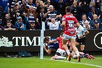 Elliott Stooke of Bath Rugby scores a try in the second half. Gallagher Premiership match, between Bath Rugby and Gloucester Rugby on September 8, 2018 at the Recreation Ground in Bath, England. Photo by: Patrick Khachfe / Onside Images