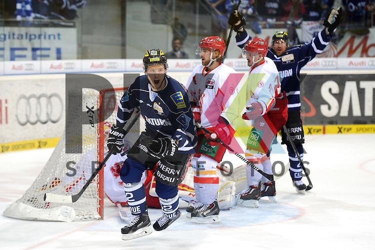 ERC Ingolstadt - Duesseldorfer DEG<br /> Ingolstadts Patrick Hager (Nr.52) erzielt hier den Treffer zum 3:2 Sieg der Ingolstaedter und laesst Duesseldorfs Tyler Beskorowany (Nr. 39) keine Chance im Spiel der DEL, ERC Ingolstadt - Duesseldorfer EG.<br /> <br /> Foto &copy; P-I-X.org *** Foto ist honorarpflichtig! *** Auf Anfrage in hoeherer Qualitaet/Aufloesung. Belegexemplar erbeten. Veroeffentlichung ausschliesslich fuer journalistisch-publizistische Zwecke. For editorial use only.