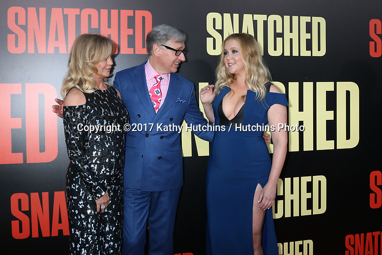 """LOS ANGELES - MAY 10:  Goldie Hawn, Paul Feig, Amy Schumer at the """"Snatched"""" World Premiere at the Village Theater on May 10, 2017 in Westwood, CA"""
