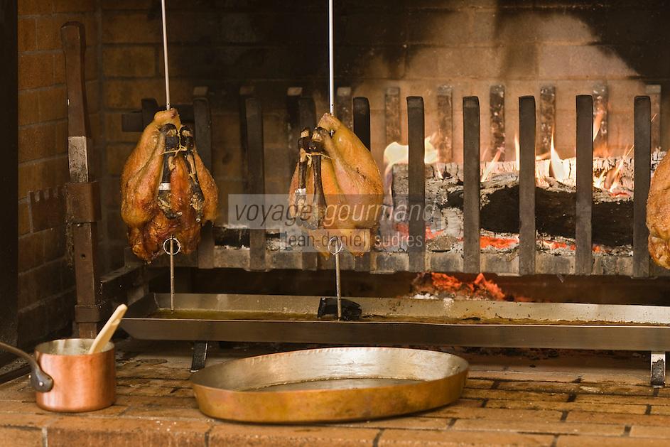Europe/France/Rhone-Alpes/74/Haute-Savoie/Megève:  Restaurant 1920, au Chalet du Mont d'Arbois- Cuisson des volailles de Bresse AOC à la broche