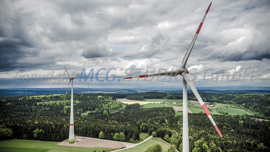 Beispiel f&uuml;r die Energiewende anhand eines Windparks in der n&ouml;rdlichen Oberpfalz, Bayern, Deutschland.<br /> Wind-power in northern Bavaria, Germany.
