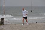 FBL 09/10 Traininglager  Werder Bremen Norderney 2007 Day 02<br /> <br /> Strandlauf Weisse Duene ( D&uuml;ne )<br /> <br /> Thomas Schaaf ( Bremen GER - Trainer  COACH) erholt sich nach seinem Strandlauf<br /> <br /> Foto &copy; nph (nordphoto)