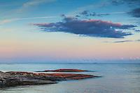 Klippa och skär vid havet vid Svartskär i Stockholms skärgård.