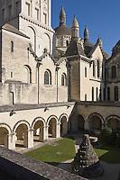 Europe/France/Aquitaine/24/Dordogne/Périgueux:Cloitre de la cathédrale Saint-Front, et ses coupoles- étape sur le chemin de Compostelle, site classé Patrimoine Mondial de l'UNESCO