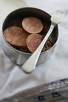 Europe/France/73/Savoie/Val d'Isère:  Saucisse de morteau  sur lentilles vertes du Puy - Restaurant d'Altitude: La Fruitière