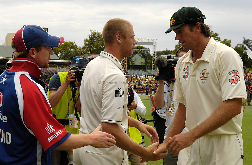 Photo: Steve Holland..Australia v England. 3 mobile Test Series, The Ashes 2006/07, 3rd Test. 18/12/2006..England's Andrew Flintoff and Australia's Glenn McGrath.