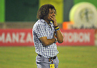 BARRANCABERMEJA -COLOMBIA, 07-11-2015:  Alberto Gamero técnico de Deportes Tolima gesticula durante partido con Alianza Petrolera por la fecha 19 de la Liga Aguila II 2015 disputado en el estadio Daniel Villa Zapata de la ciudad de Barrancabermeja./ Alberto Gamero coach of Independiente Medellin gestures during match against Alianza Petrolera for the date 19 of the Aguila League II 2015 played at Daniel Villa Zapata stadium in Barrancabermeja city. Photo:VizzorImage / Jose David Martinez / Cont