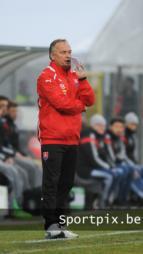 20160324 - Dusseldorf , GERMANY : Slovakian coach Ladislav Hudec pictured during the soccer match between the under 17 teams of Germany and Slovakia , on the first matchday in group 4 of the UEFA Under17 Elite rounds at the Paul Janes Stadion in Dusseldorf , Germany. Thursday 24th March 2016 . PHOTO DAVID CATRY