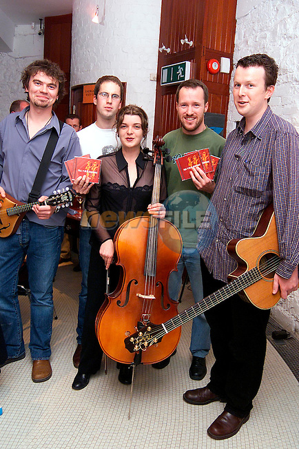 Stephen McArdle, Neil McAvinia, Aideen Morrissey, Kevin Brannigan and Garret Brady at the launch of thier CD Reynardine at Millmount..Picture: Paul Mohan/Newsfile