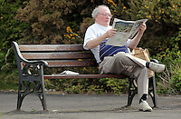 Pictured: A man reads his I Independent newspaper on a bench in Mumbles, near Swansea, south Wales, UK. Friday 06 May 2016<br /> Re: Warm and sunny weather has been forecast for most of the UK.