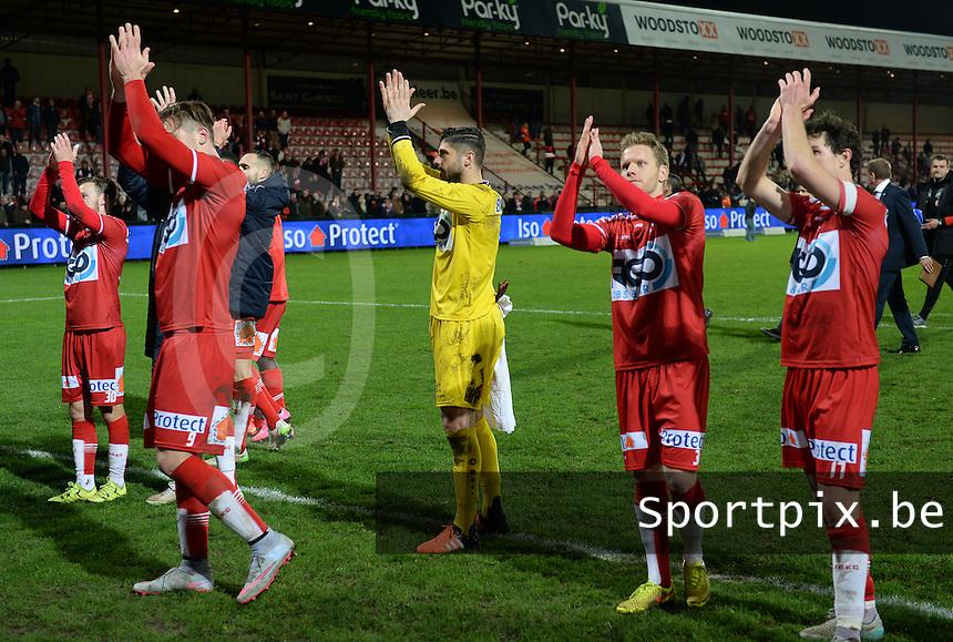 KV Kortrijk - RSC Anderlecht : Kortrijk spelers vieren de overwinning met de supporters <br /> Foto VDB / Bart Vandenbroucke