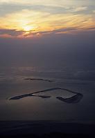 Europe/France/Aquitaine/Gironde/Bassin d'Arcachon/Arcachon : Soleil couchant sur le Banc d'Arguin