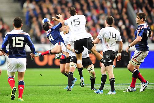 09.11.2013. Paris, France. International rugby union test match. France versus New Zealand. Morgan Parra (Fra) vs Israel Dagg (NZ)