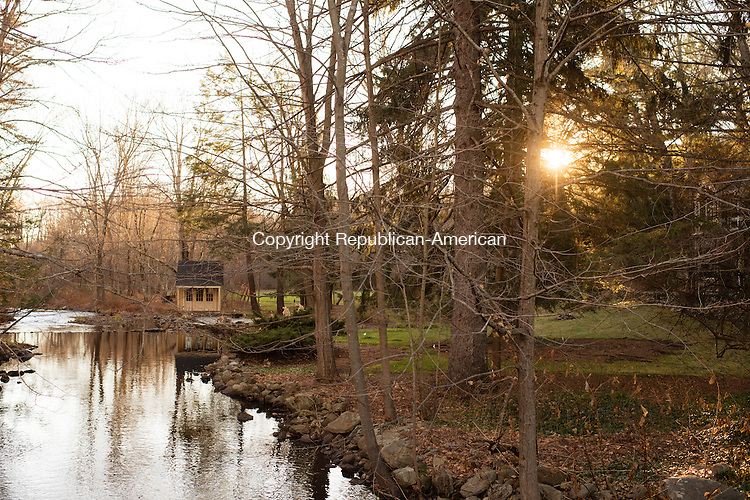 OXFORD, CT- 23 November 2015-112315EC05-   Country Life. Eightmile Brook along Bristol Town Road in Oxford. Erin Covey Republican-American