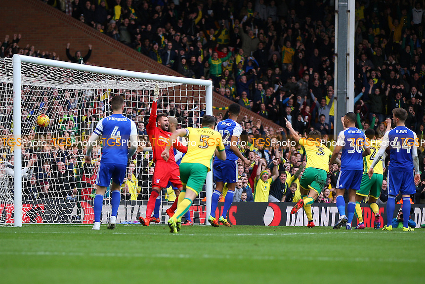 Jacob Murphy of Norwich City gets the goal to put the teams level during Norwich City vs Ipswich Town, Sky Bet EFL Championship Football at Carrow Road on 26th February 2017