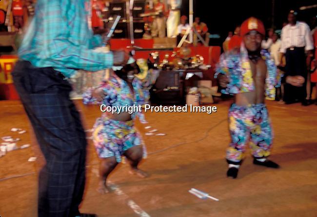 EVMUSIC06205.Events.  Music.  Congo.  King Shasa.  Dwarfs dancing. 1995..©Per-Anders Pettersson / iAfrika Photos