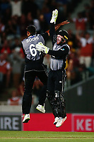 Ish Sodhi and Tim Seifert of New Zealand celebrate the wicket of David Warner of Australia. New Zealand Black Caps v Australia, Final of Trans-Tasman Twenty20 Tri-Series cricket. Eden Park, Auckland, New Zealand. Wednesday 21 February 2018. © Copyright Photo: Anthony Au-Yeung / www.photosport.nz