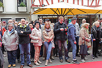 Gross-Gerau 28.04.2017: Frühlingserwachen in der Innenstadt Groß-Gerau<br /> Zahlreiche Besucher am Roten Teppich vor dem historischen Rathaus zur offiziellen Begrüßung<br /> Foto: Vollformat/Marc Schüler, Schäfergasse 5, 65428 R'heim, Fon 0151/11654988, Bankverbindung KSKGG BLZ. 50852553 , KTO. 16003352. Alle Honorare zzgl. 7% MwSt.