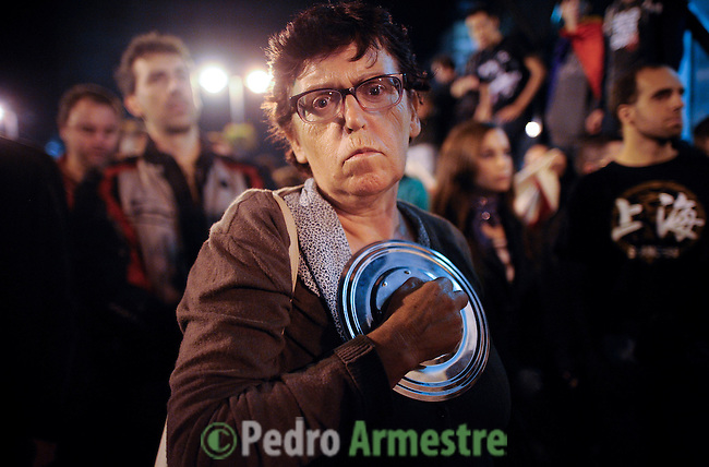 A woman holds a casserole tap as she takes part in a casserole march to protest against government's austerity reforms and the public payment of bank's debts on October 13, 2012 in Madrid. © Pedro ARMESTRE