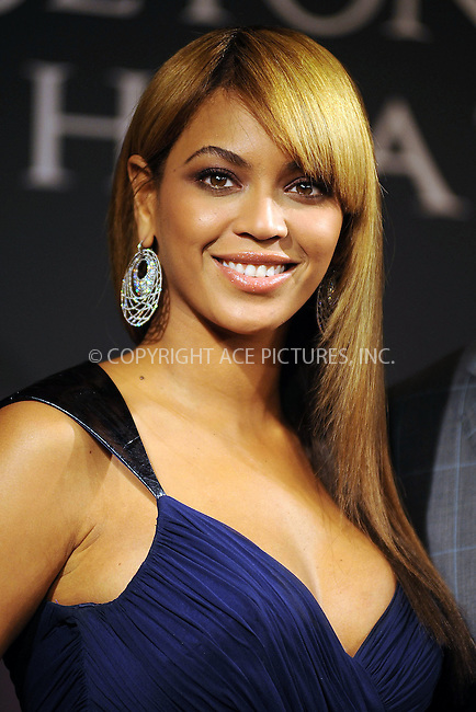 WWW.ACEPIXS.COM . . . . . ....February 3 2010, New York City....Singer Beyonce launches her new fragrance 'Heat' at Macy's Herald Square on February 3, 2010 in New York City....Please byline: KRISTIN CALLAHAN - ACEPIXS.COM.. . . . . . ..Ace Pictures, Inc:  ..(212) 243-8787 or (646) 679 0430..e-mail: picturedesk@acepixs.com..web: http://www.acepixs.com