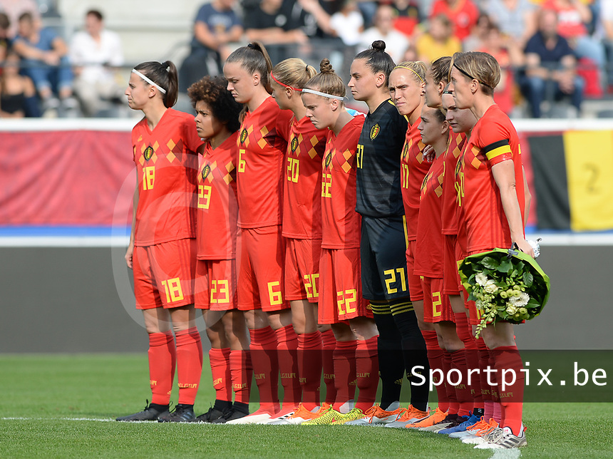 20180904 - LEUVEN , BELGIUM : Belgian team pictured during a moment of rememberance for Marc Lesenfants the female soccer game between the Belgian Red Flames and Italy , the 8th and last game in the qualificaton for the World Championship qualification round in group 6 for France 2019, Tuesday 4 th September 2018 at OHL Stadion Den Dreef in Leuven , Belgium. PHOTO SPORTPIX.BE   DAVID CATRY