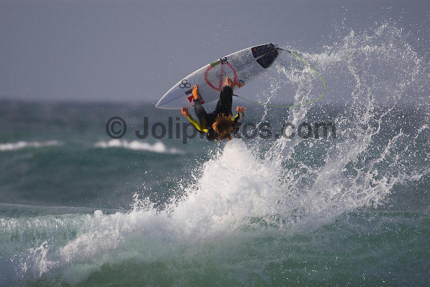 MUNDAKA, Basque Country/Spain ( October, 2008). DANE REYNOLDS (USA) enjoying a free surfing session. Photo: joliphotos.com