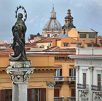 Colonna dell'Immacolata (Column of the Immaculate), 1724 designed by Tommaso Maria Napoli and built by Giovanni Amico, Piazza San Domenico, Palermo, Sicily, Italy. The marble column stands on a marble pedestal and is topped by a bronze statue of the Immaculate. Picture by Manuel Cohen