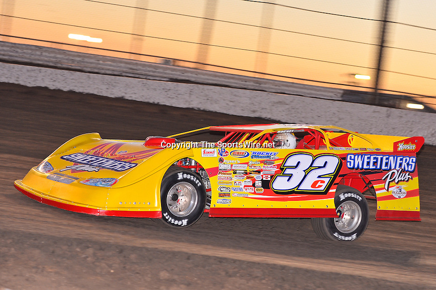 Feb 17, 2014; 6:25:33 PM;  Barberville, FL, USA;  World of Outlaws Late Model Series for 43rd Annual DIRTcar Nationals presented by Summit Racing Equipment at Volusia Speedway Park.  Mandatory Credit: (thesportswire.net)