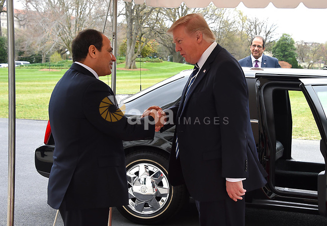 President Donald Trump welcomes Egyptian President Abdel Fattah el-Sisi before their meeting at the White House in Washington, United States on April 3, 2017. Photo by Egyptian President Office