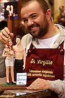 NAPOLI 12042013 SANTIAGO FIGLIO DI BELEN E STEFANO ENTRA NEL PRESEPE DEI VIP DI GENNY DI VIRGILIO .FOTO CIRO DE LUCA