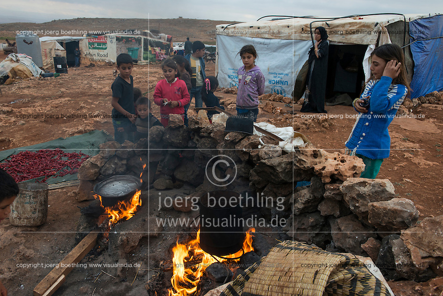 LEBANON Beqaa valley, Deir el Ahmad, camp for syrian refugees, outdoor kitchen / LIBANON Bekaa Tal, Deir el Ahmad, Camp fuer syrische Fluechtlinge am Dorfrand, Kochstelle