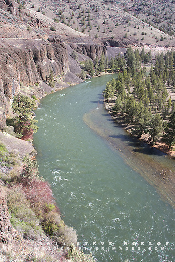 The Lower Crooked River National Backcountry Byway hugs the cliffs above the Lower Crooked Wild and Scenic River.
